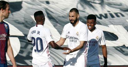 'Vinicius, Benzema y Rodrygo no le hacen un gol ni a mi abuela': la comunidad global del Madrid reacciona al XI de Zidane