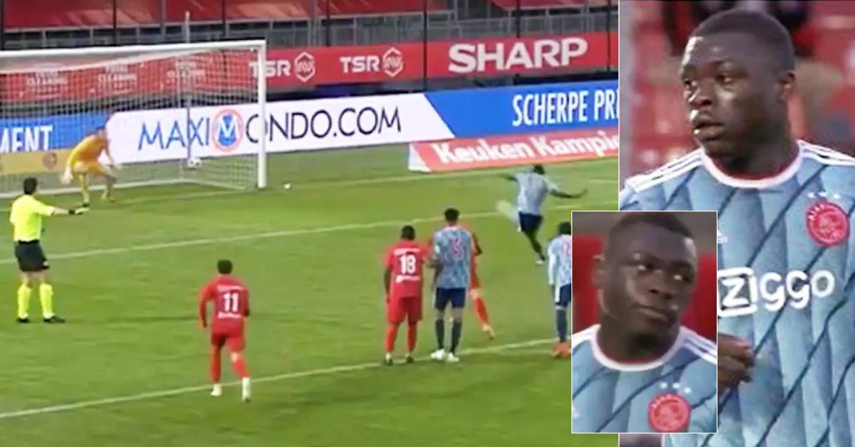 """Un jeune de l'Ajax réalise """"le pire penalty de l'histoire du football"""" - il a envoyé le ballon hors du stade"""