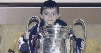 Culé de nacimiento: la foto de Pedri posando con el trofeo de la Champions 2009 se vuelve viral