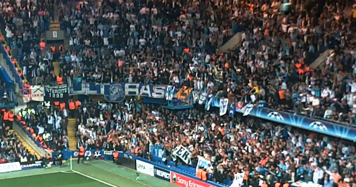 Instant rétro: Des supporters unis derrière l'OM pour mettre une ambiance de folie au Stamford Bridge