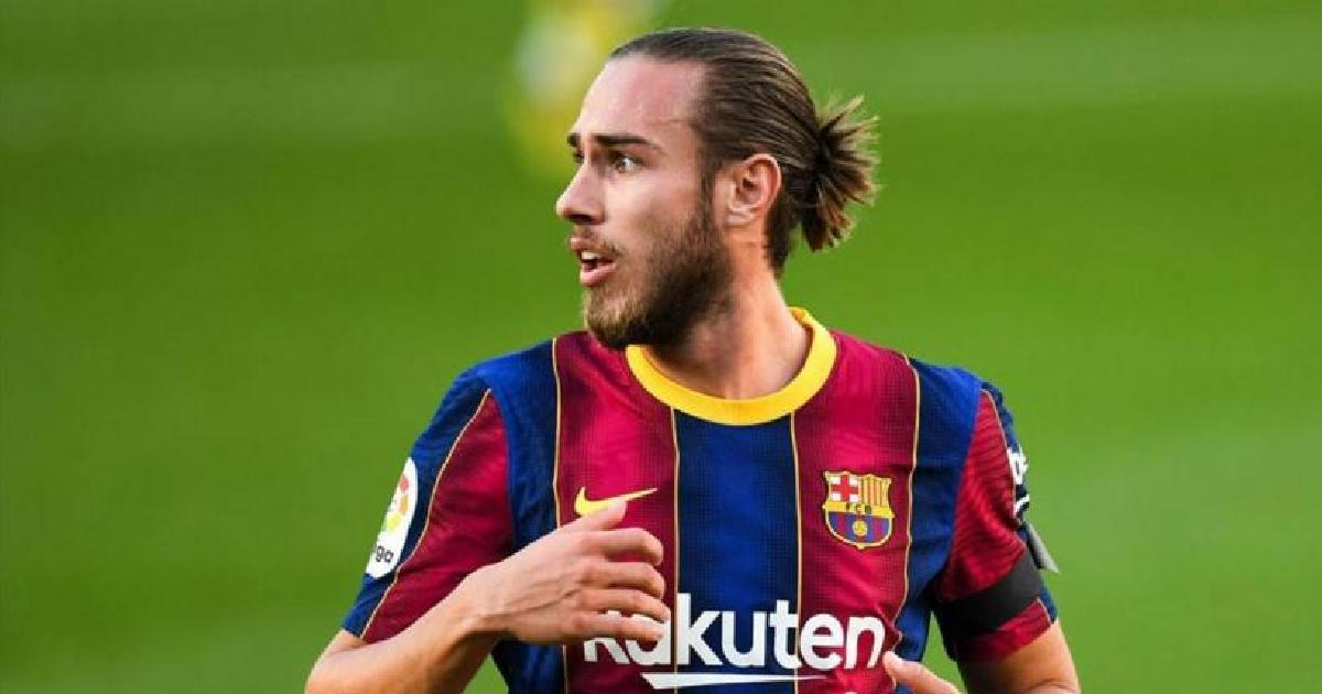 متفق عليه : برشلونة يستعد لتمديد عقد أوسكار مينجيزا لمدة عامين