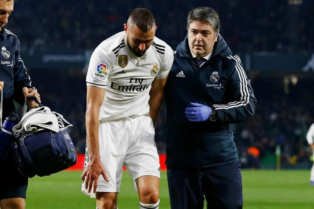 How long has it been going on?' The big story behind Karim Benzema's little finger